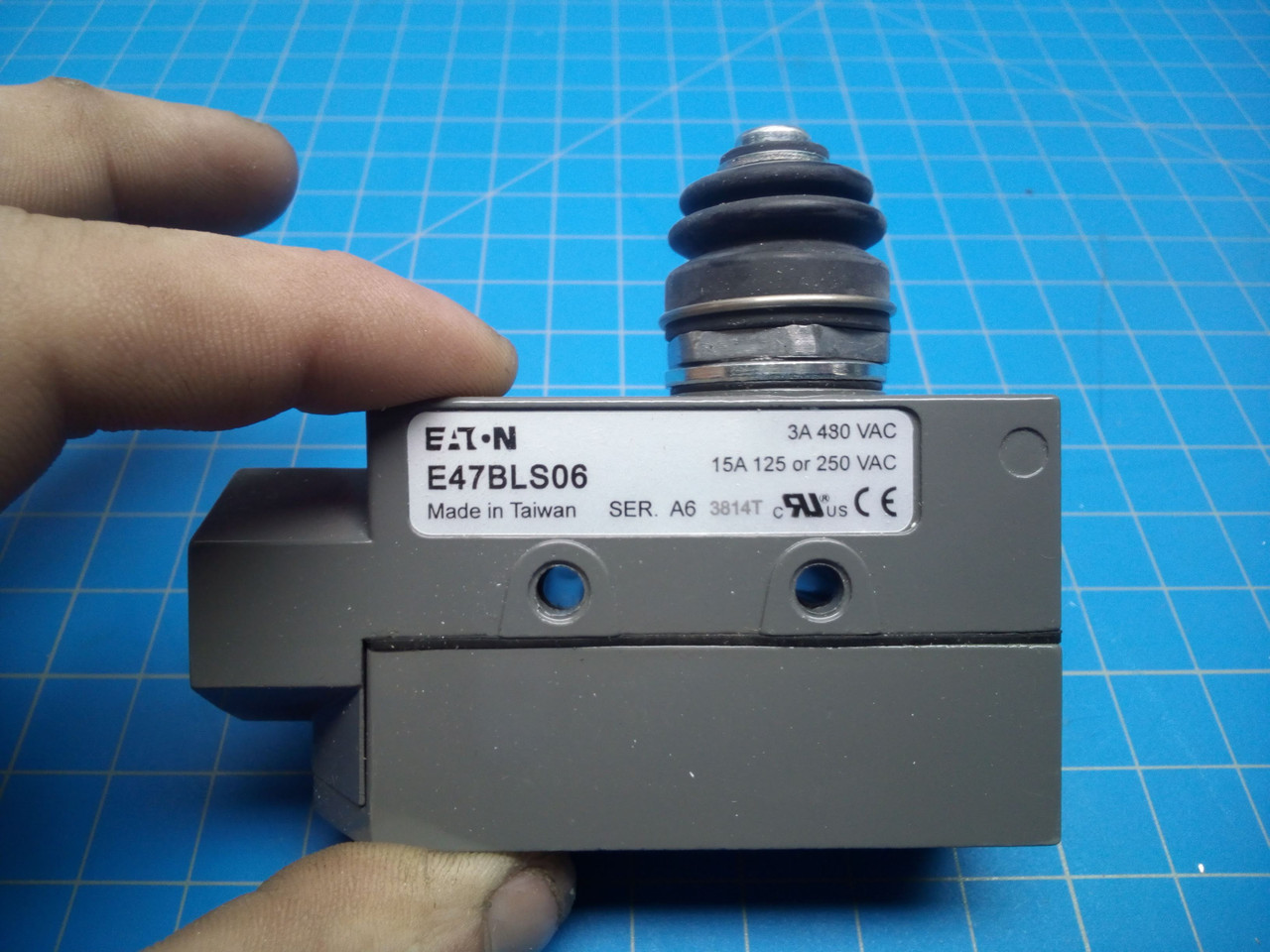 Eaton E47BLS06 Enclosed Precision Limit Switch - P01-000090