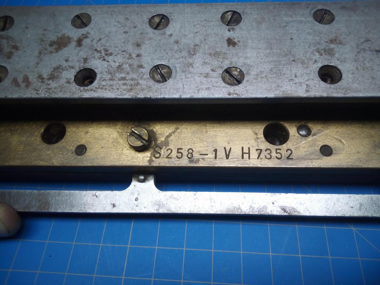 GBC / Sickinger 3:1 Oval Paper Punch Die - P02-000105