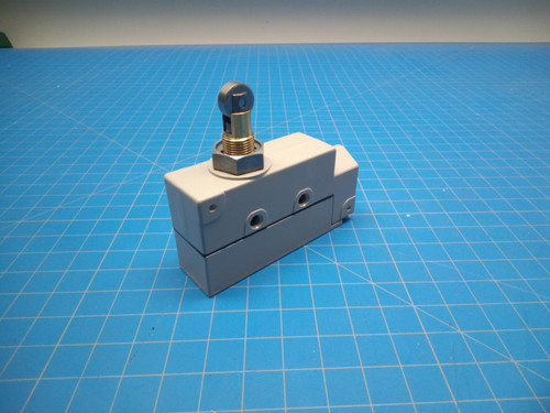 Omron ZE-Q22-2 Limit Switch - P02-000355