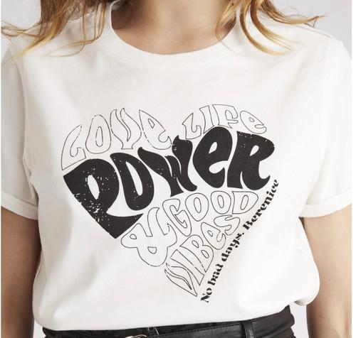 Tshirt Berenice modelo EYVIE chite color
