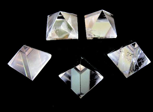 25-30mm Clear Quartz pyramid