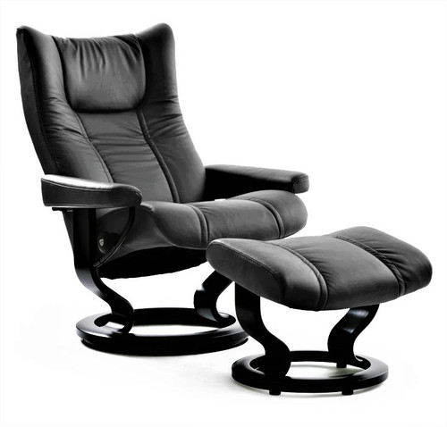 Wing Medium Classic with Footstool