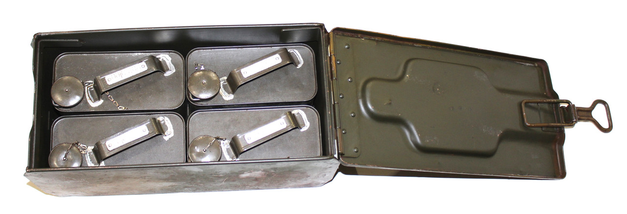 Lot: German BSW 1938 Box with 4 Oil Cans