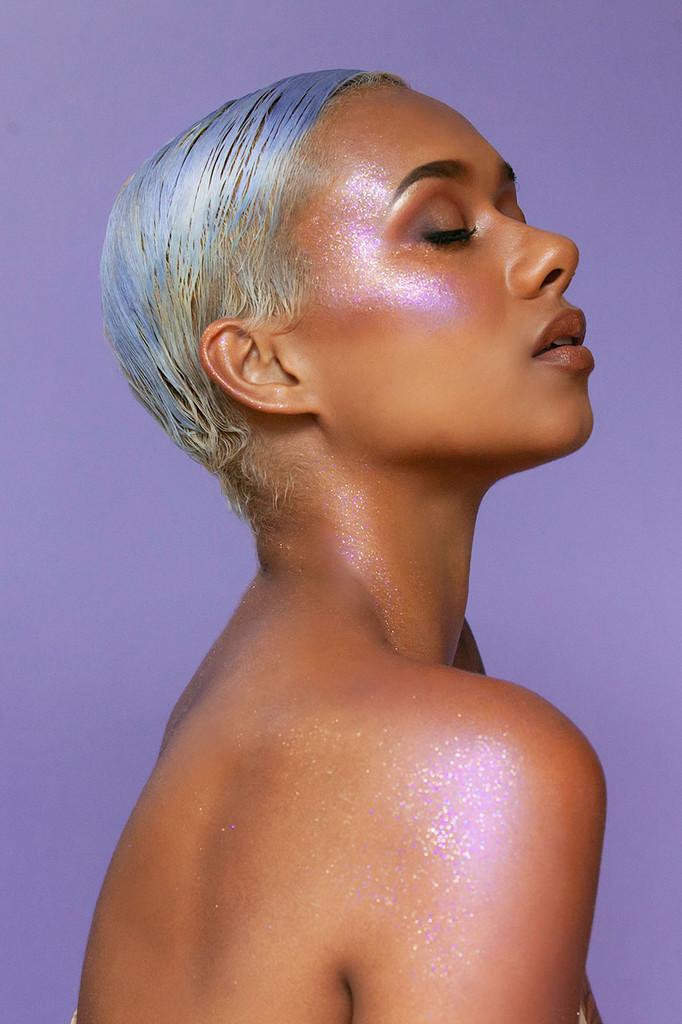 Aura Pressed Glitter Balm highlighter