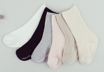 From left to right: White, Black, Grey, Pink, Beige & Oatmeal