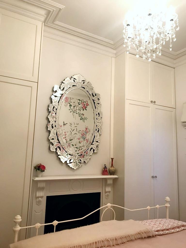 Venetian Mirror Sohpia | In bedroom