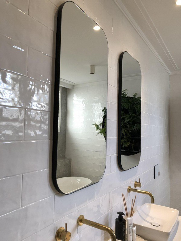 Errol Curved Mirror in the bathroom