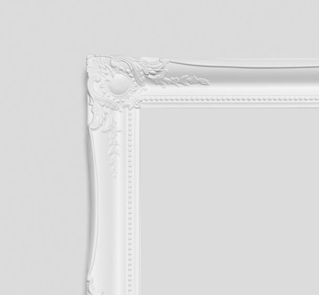 Empty Contessa Frame White