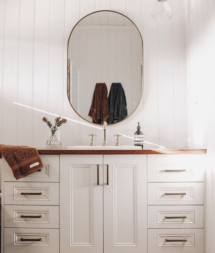 Bjorn Oval Brass featured in @mrs_dubs_digs bathroom