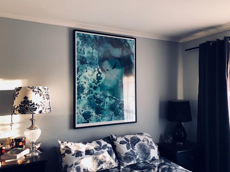 print-decor-amy-winehouse-after-klimt-by-sue-quinn-in-situ-1.jpg