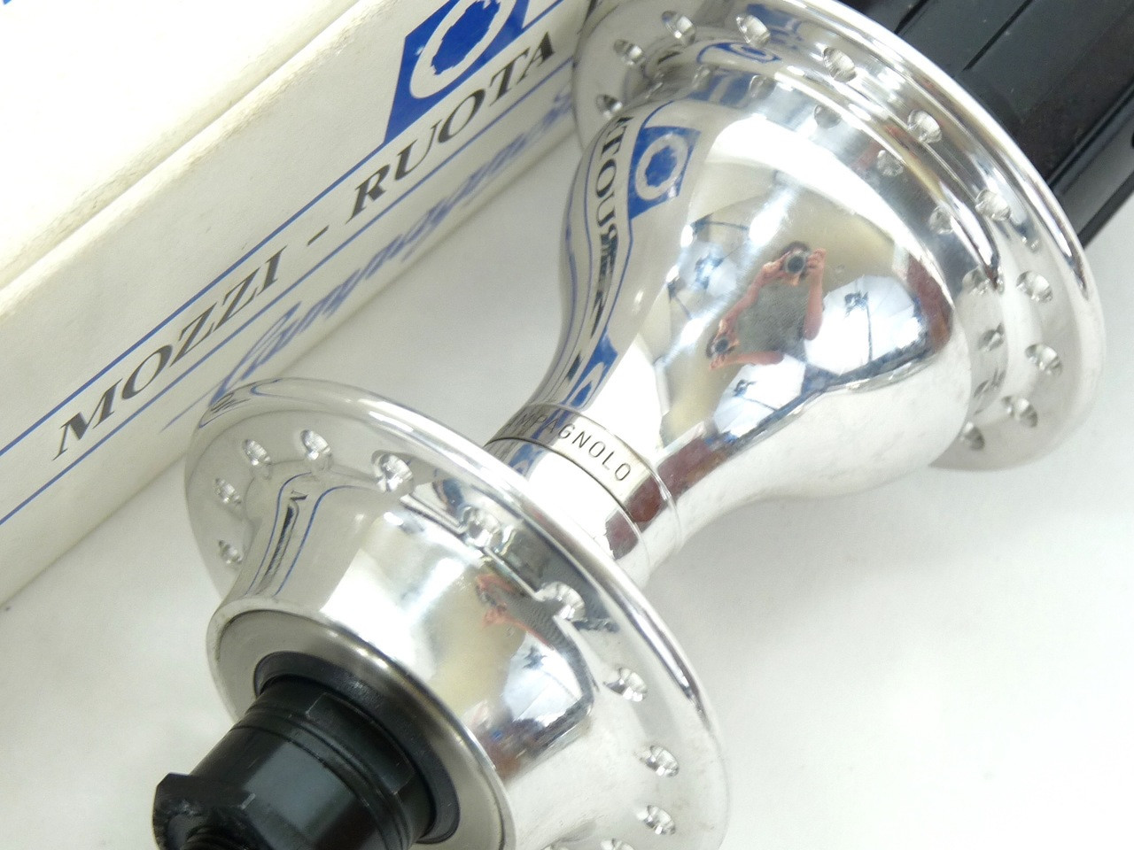 Campagnolo Record 8 speed Rear Hub