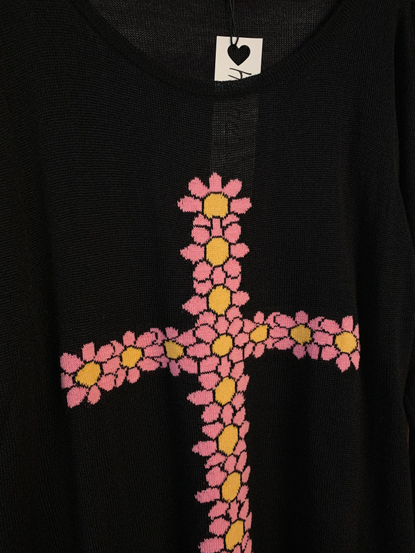 FLORAL CROSS KNIT SWEATER