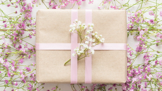 10 Gift Ideas for a Glowing Mother's Day