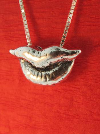 Kiss Charm - Silver