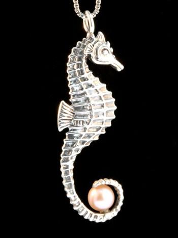 Seahorse w/Pink Pearl