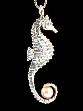 Seahorse w/Pink Pearl