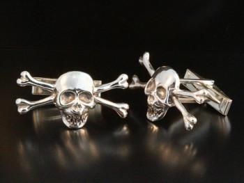 Medium Skull and Crossbones Cuff Links