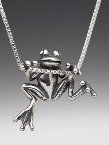 Front view of the Tree Frog Pendant