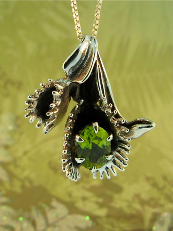 Flytrap Pendant with Peridot