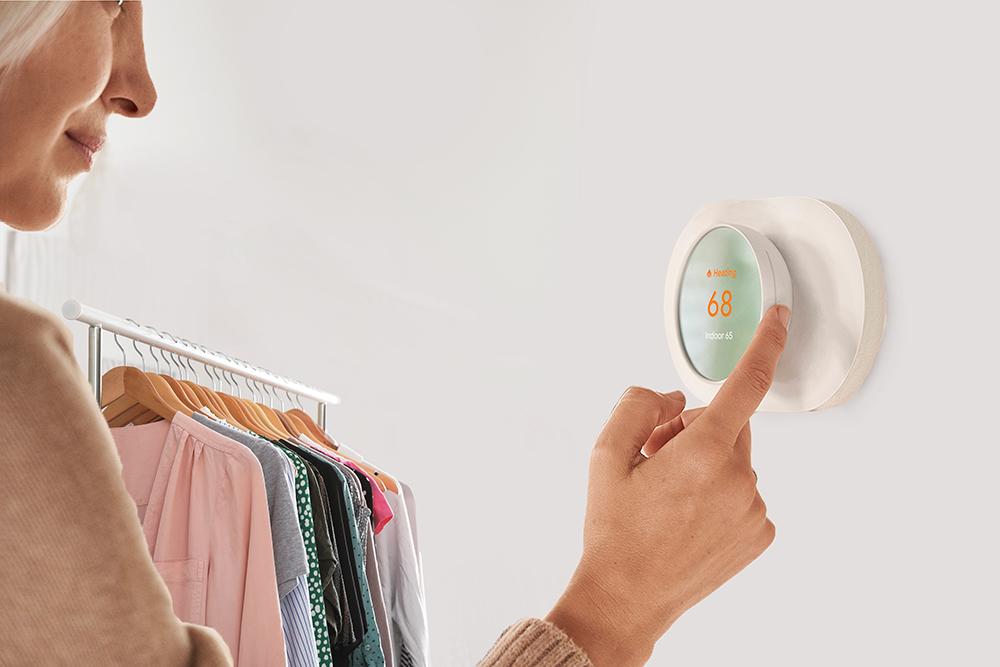 ce-boutique-adjusitng-thermostat.jpg