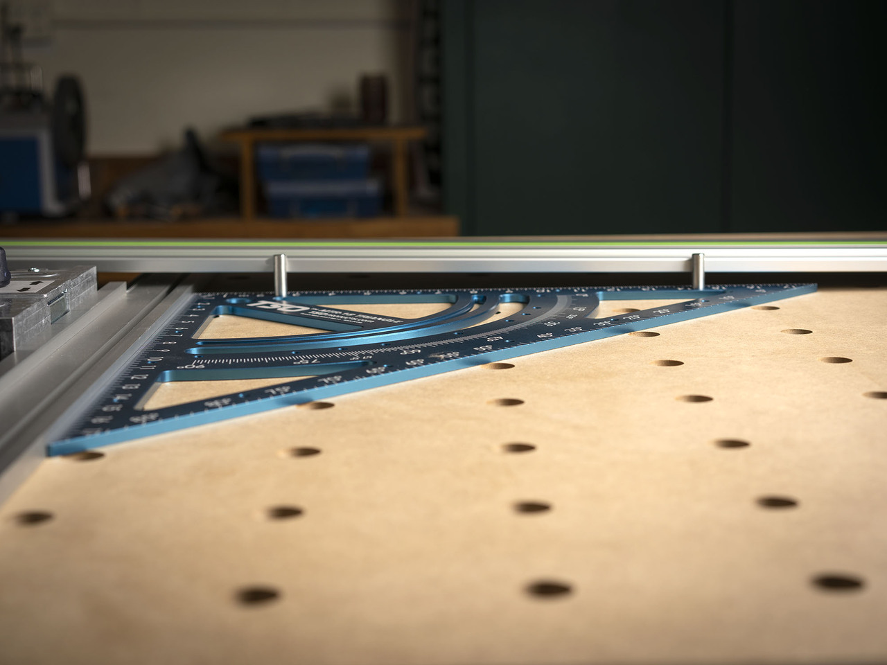 Here you can see the Squaring Pins protruding from the face of the MTR-18 and contacting the MFT/3 guide rail.