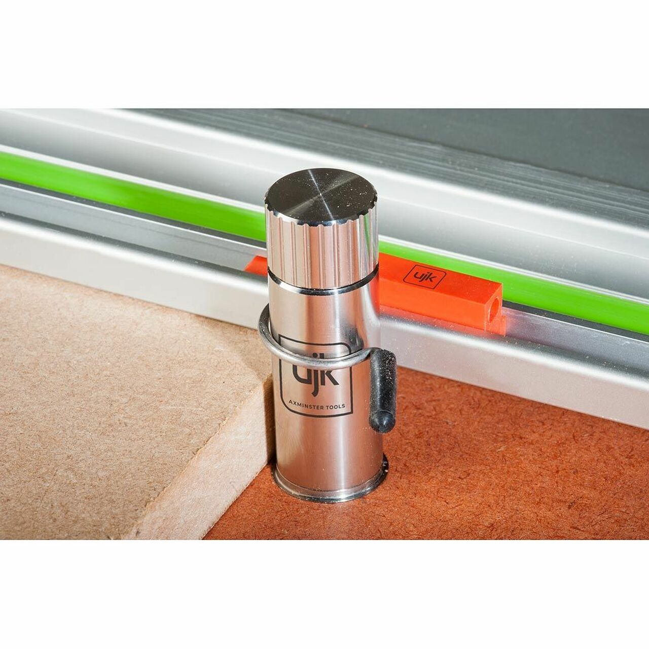 The Parf Super Dog can be used with the UJK Dog Rail Clips to hold your guide rail to your 20mm worktop.