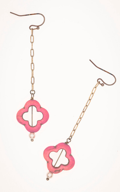 Lucky earrings with a pink clover and pearl