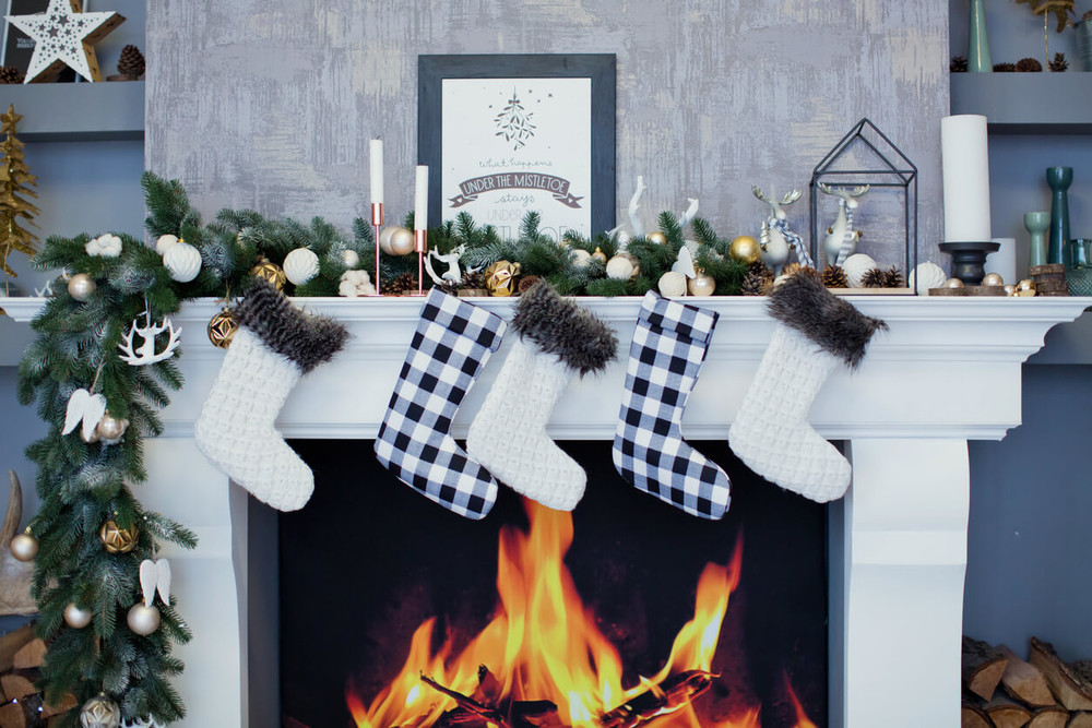 Introduce Festive Charm with These Holiday Mantel Ideas