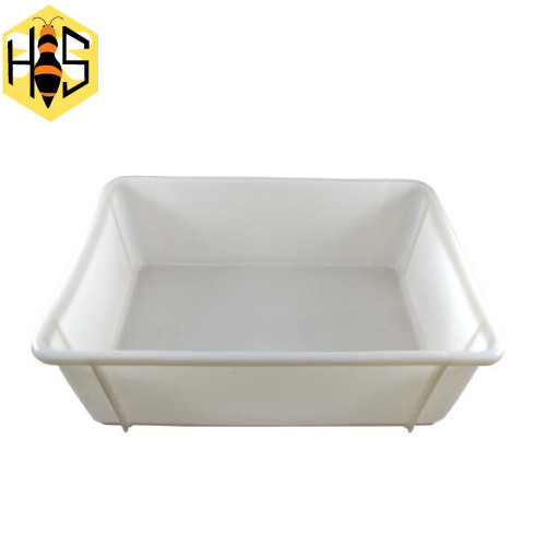 Tray uncapping plastic bottom