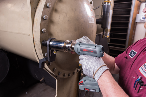 "Ingersoll Rand QXC2P500PS12K2 Precision Cordless Torque Multiplier Tool | 3/4"" Drive | 74-369 ft.lbs. | 20V | Kit"