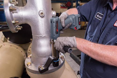 "Ingersoll Rand QXC2P1000PS12K2 Precision Cordless Torque Multiplier Tool | 3/4"" Drive | 148-738 ft.lbs. | 20V | Kit"