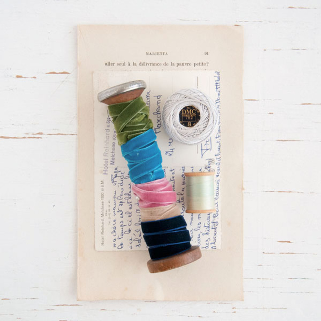 Somerset Boutique Ribbon-Wrapped Bobbin and Fibers Pack