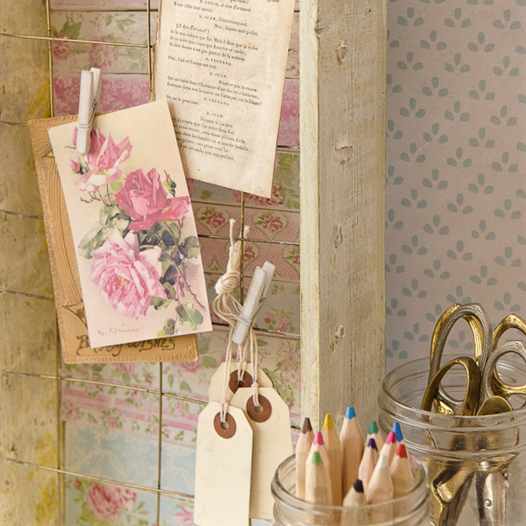 Shabby Chic Desk Décor Part 1: Memo Board