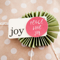 Pretty Holiday Packaging using Paper Rosettes Project