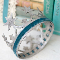 Distressed Crown and Bookshelf Propping Idea