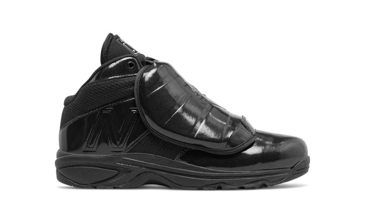 New Balance V3 MLB Mid-Cut Umpire Plate Shoes All Black  30299ad2a