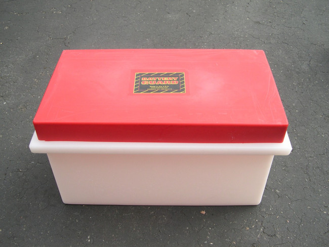 Battery Guard 08000 Single 8-D Battery Box