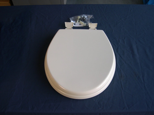 """Sealand 500 / 5000 Series toilet seat in white Seat dimensions are 14.5"""" x 15.5 inches"""