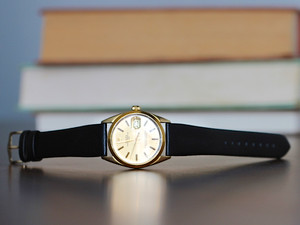 ROLEX DATE MEN'S GOLD CAPPED WATCH DIAL W/ LEATHER BAND 1550 VINTAGE 1980s BOX