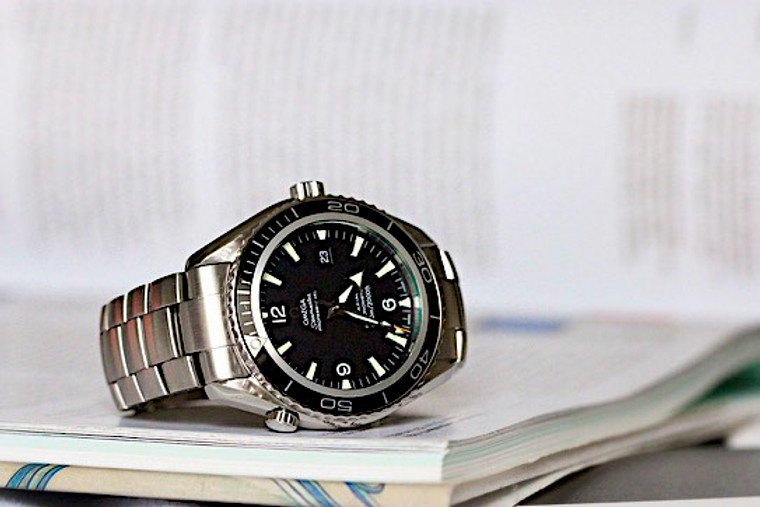 Pre-owned Omega Seamaster Planet Ocean Big Size 2200.50.00 for sale Legend of Time Chicago