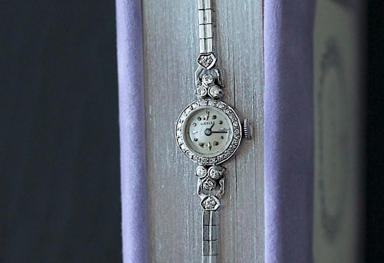 For sale, great condition rare Vintage Nicolet ART DECO ladies watch White Gold & Diamonds Bracelet