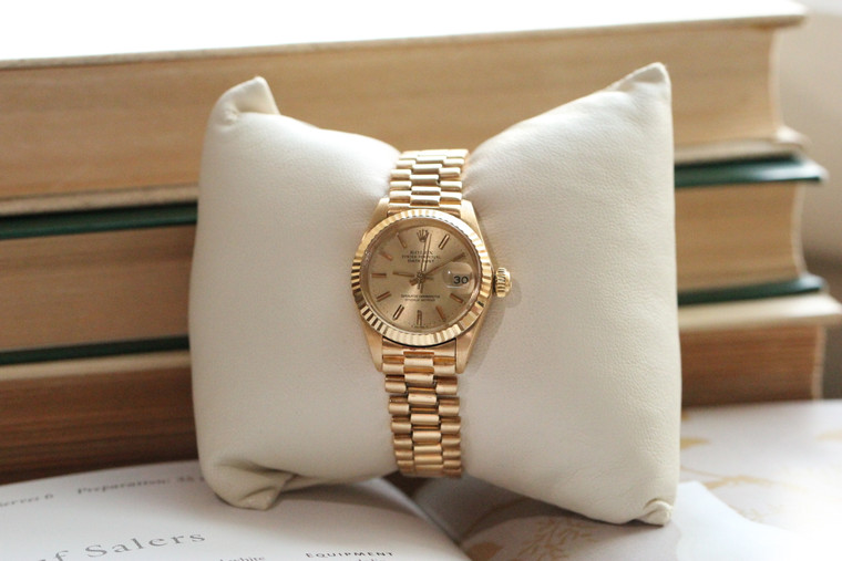 Vintage 1980's Rolex Oyster Perpetual Watch Yellow Gold on a Bracelet - Ladies Datejust Fluted Bezel 6917