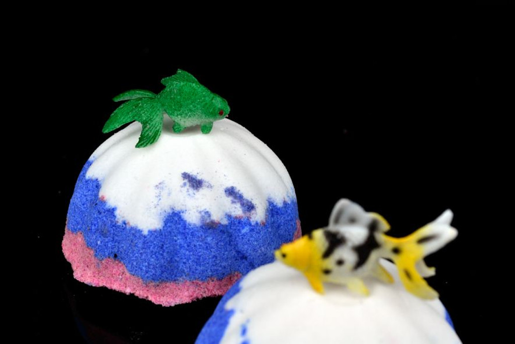 wholesale bath bombs with toy fish
