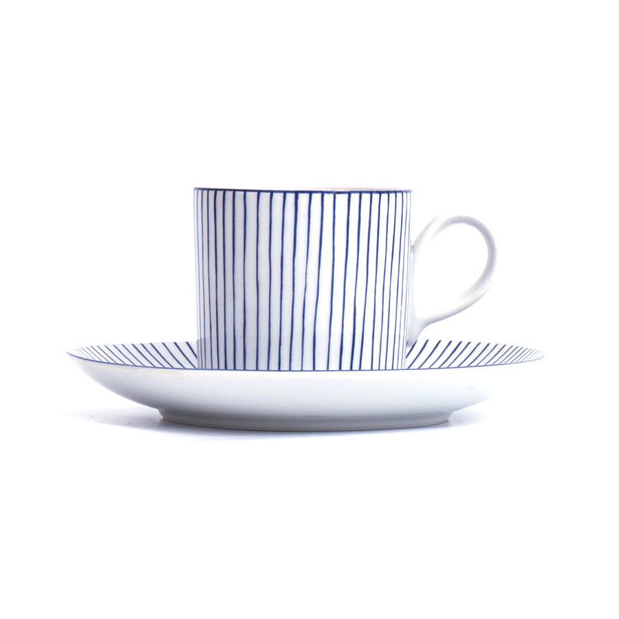 Tasse et sous-tasse japonaises vue de côté