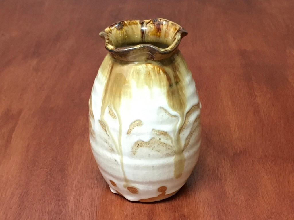 Nuka Iron Vase, roughly 5.25 inches tall, (SK5422)