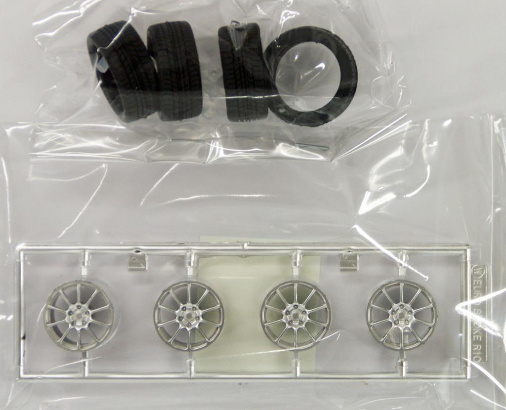 Fujimi TW61 Modulo Euro Spoke R10 Wheel & Tire Set 17 inch 1/24 Scale Kit