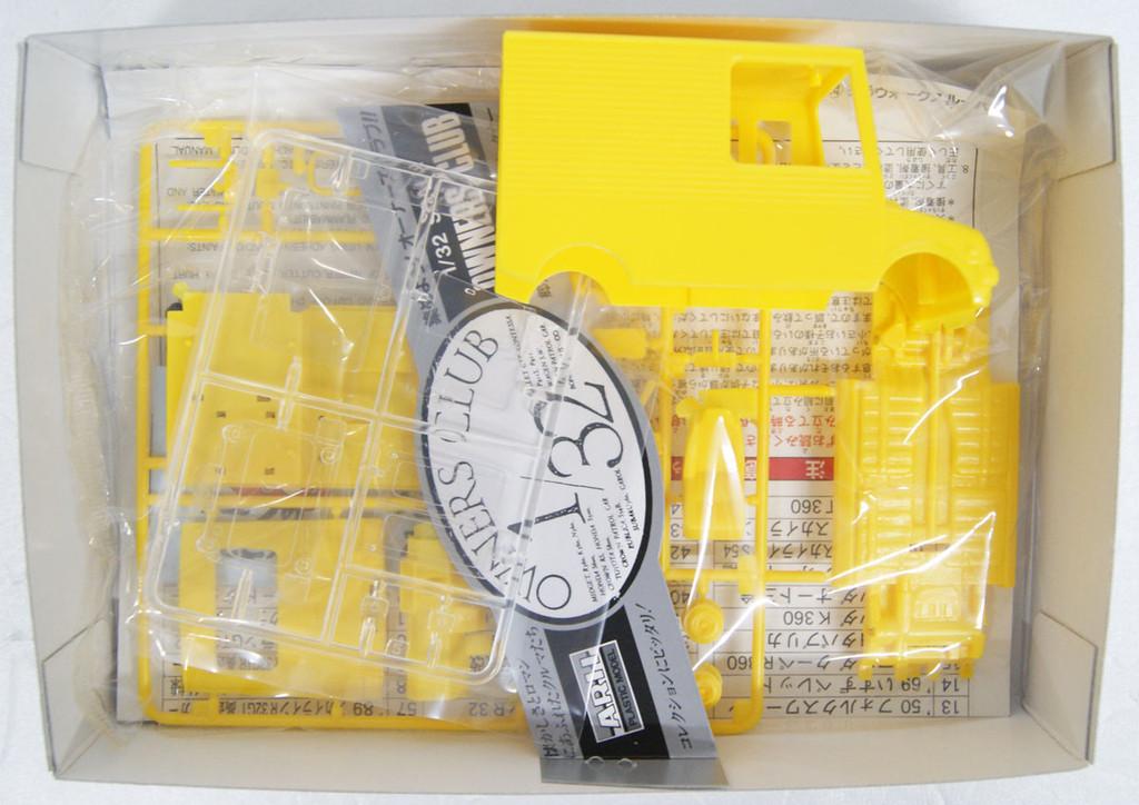Arii Owners Club 1/32 24 1984 Mira Walk Through Van 1/32 scale kit (Microace)