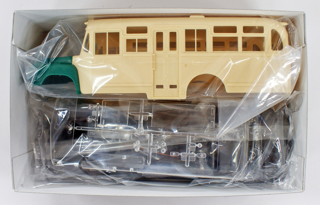 Arii 204061 Isuzu Bonnet Bus BXD-30 1/32 Scale Kit (Microace)