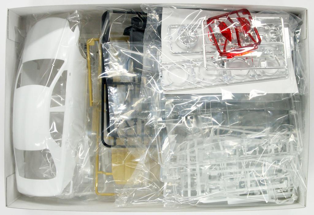 Aoshima 47392 Toyota Crown Athlete (GRS204) VLENE Styling 1/24 Scale Kit
