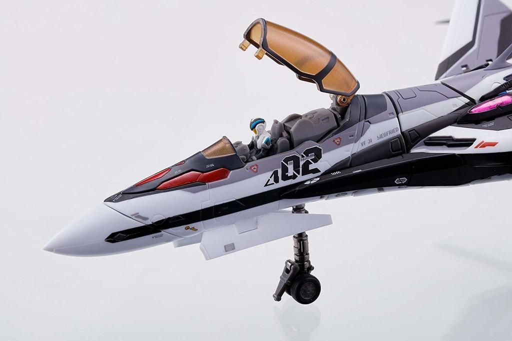 Bandai DX Chogokin VF-31F Siegfried Movie Ver. (Messer Ihlefeld / Hayate Immelmann Use) Figure